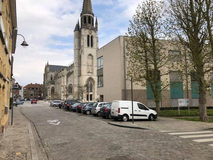 Wie de parking helemaal in het begin van de Koestraat verlaat, mag zowel linksaf als rechtsaf rijden.