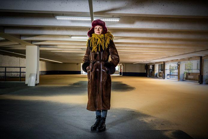 Marijke De Vos - Ze maakt een toneelvoorstelling over ongemakelijk / unheimisch gevoel gevoel in een lege parkeergarage, het stuk word opgevoerd in een garage. Foto: frank de Roo