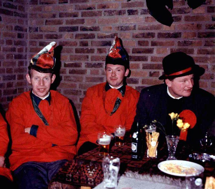 Foto van de begin jaren (1965) van De Peelvruuters uit Elsendorp. Van links naar rechts: Jan van de Laar, Gerrit Willems en Piet Emonds (die nog steeds actief is bij de Peelvruuters).