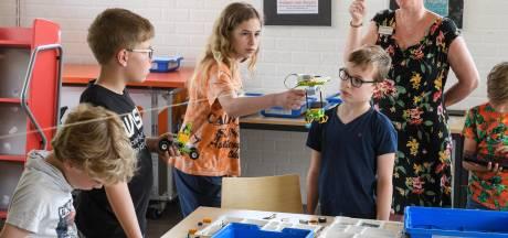 Kinderen bouwen ufo's met lego: 'Zwemmen? We moeten naar het bieblab in Eibergen!'