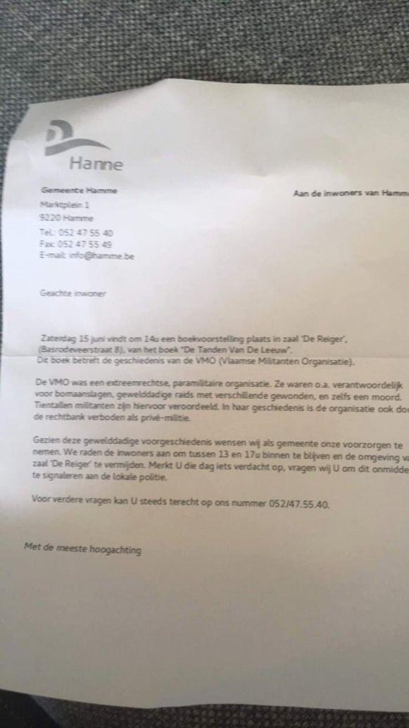 De bewuste brief, met een fout logo van de gemeente, die in het centrum werd uitgedeeld.