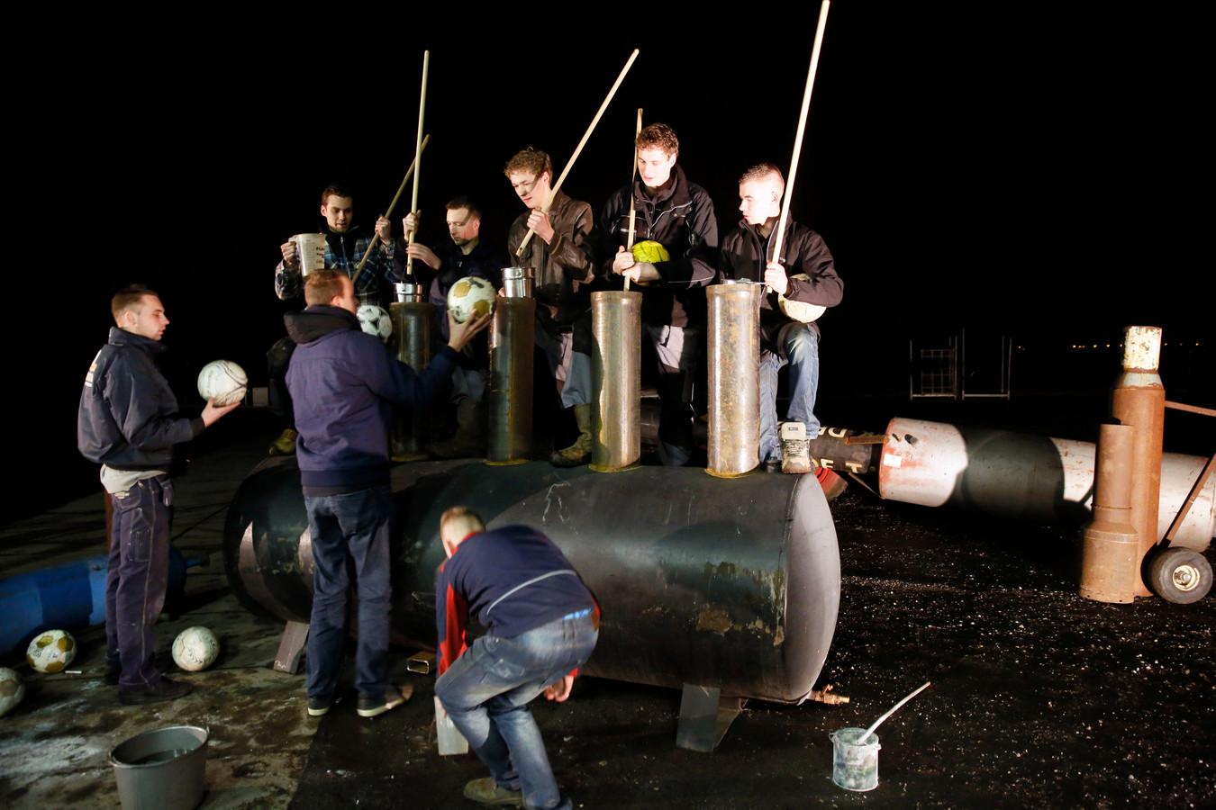 Beeld ter illustratie: Een groep Ottolanders bereidt een knal voor.