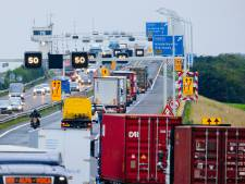 Linkerrijstroken op de Haringvlietbrug worden iets breder: 40 centimeter meer ruimte
