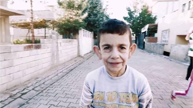 Progeriapatiëntje wil maar 1 ding: knap zijn zodat hij naar school kan gaan