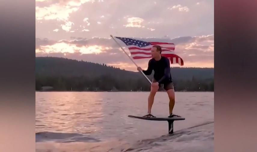 Wat Facebookbaas Mark Zuckerberg zoal doet om 'Independence Day' te vieren.
