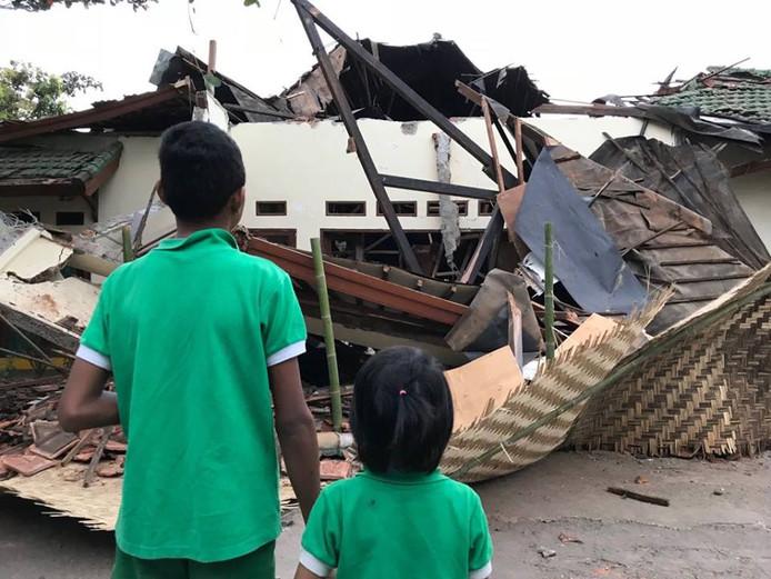 De ravage bij het opvanghuis na de twee aardbevingen op Lombok.