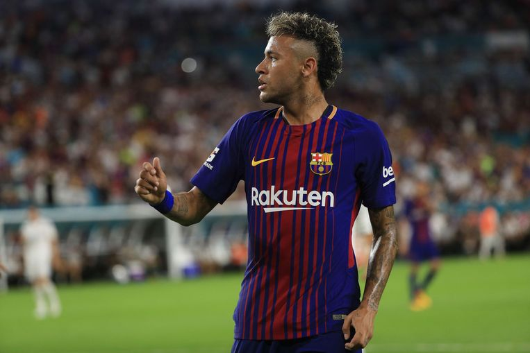 Neymar zou eerdaags een contract bij PSG tekenen. Achter de schermen trekt Pini Zahavi aan de touwtjes. Beeld AFP