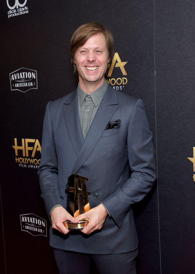 Felix van Groeningen met een Hollywood Film Award.  'Ik had zelf ook persoonlijke redenen om met dit verhaal aan de slag te gaan.' Beeld Photo News