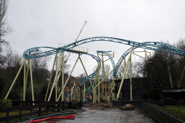 Er wordt nog volop gebouwd aan de nieuwe achtbaan.
