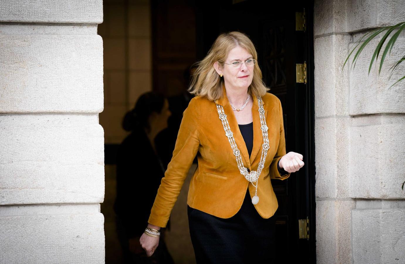 Burgemeester Pauline Krikke van Den Haag: ,,We houden hem in de gaten.''