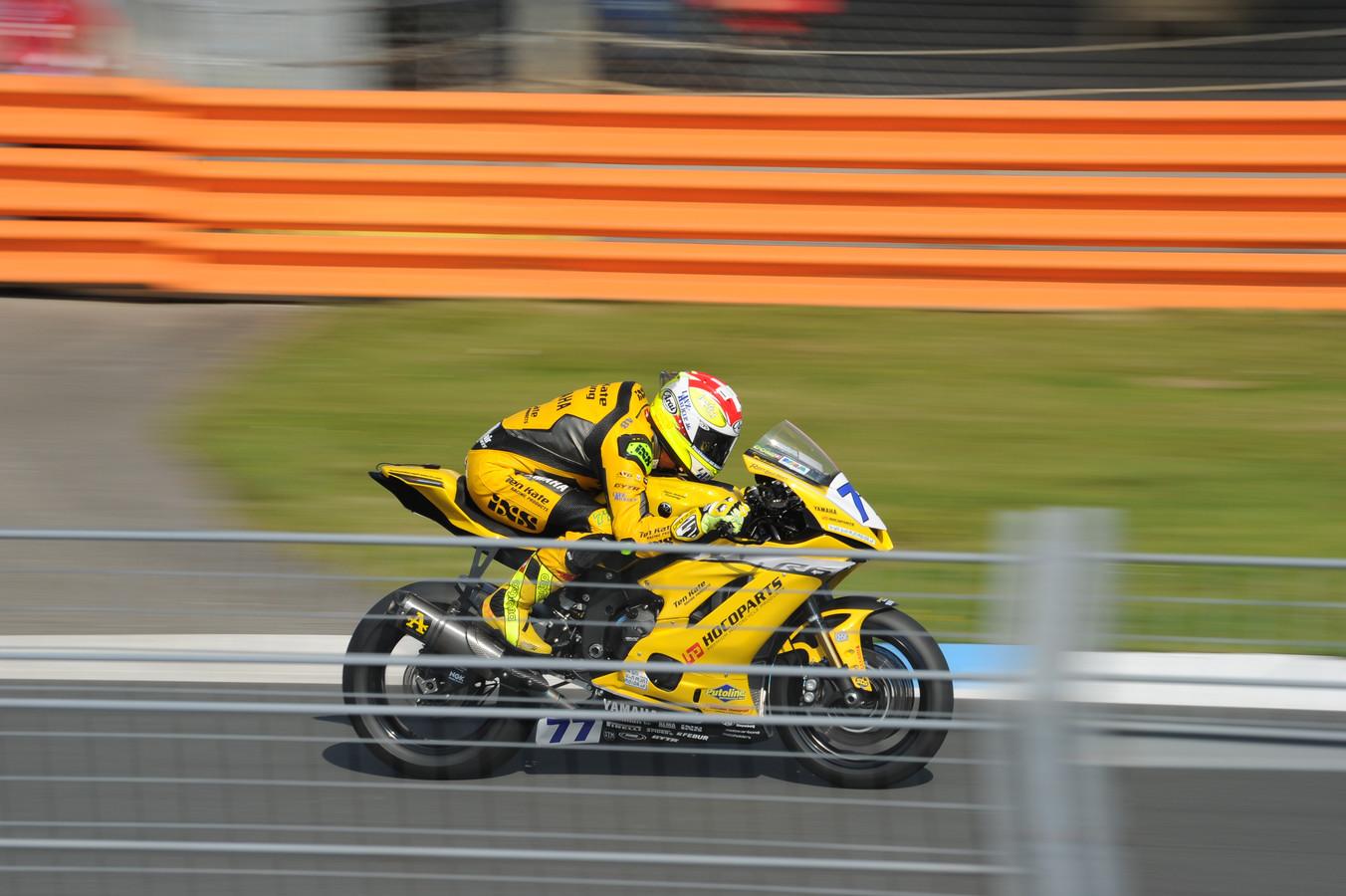 Dominique Aegerter was dit weekeinde niet te stuiten in de Supersport-races. De Zwitser uit het Ten Kate-team is na vijf zeges op rij afgetekend leider in het wereldkampioenschap.