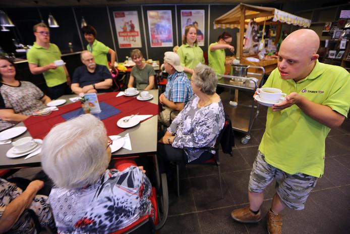 In sociaal cultureel centrum Den Bolder in Waspik is het onder meer elke woensdag de 'SoepGroep', waar ouderen bijeenkomen voor de lunch.
