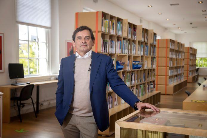 Directeur Theo Schilthuizen is 'dolblij' dat zijn Bibliotheek Schiedam de deuren weer mag openen.