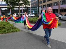 Wijnaldum wél, Gorinchem niet. Of toch?! Politici hijsen op zondag eigenhandig de regenboogvlag