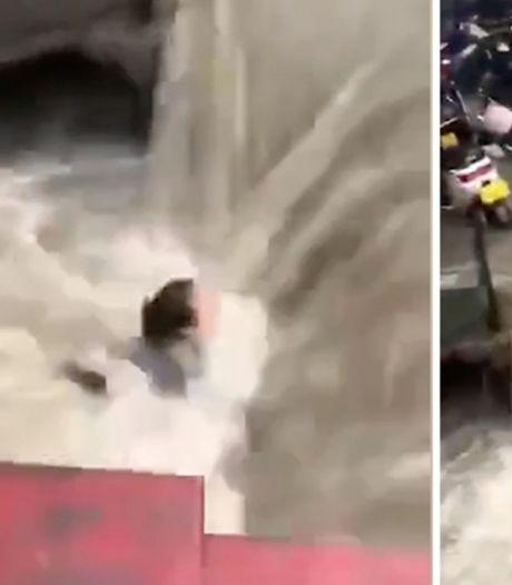 Une femme sauvée de la noyade après l'inondation d'une rame de métro en Chine