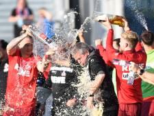Köln blijft actief in Bundesliga na vroege doelpuntenregen in knotsgekke promotiekraker