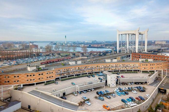 Een impressie van het project 'WIJ Oude Maas', waarbij 42 huurappartementen worden gebouwd in de lege kantoren van Maasplaza in Dordrecht.