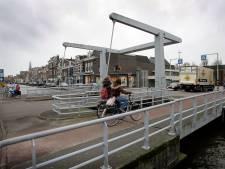Brugdek Maassluis valt met klap naar beneden