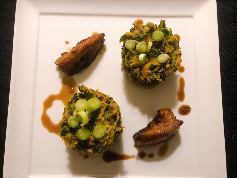 Pittige stamppot met kip, boerenkool en sambal. Beeld Marcus Huibers