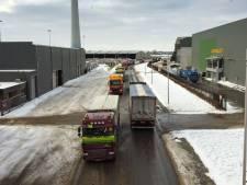 Gladheidsbestrijders zijn in Kampen ook na de avondklok actief, maar niet op alle wegen