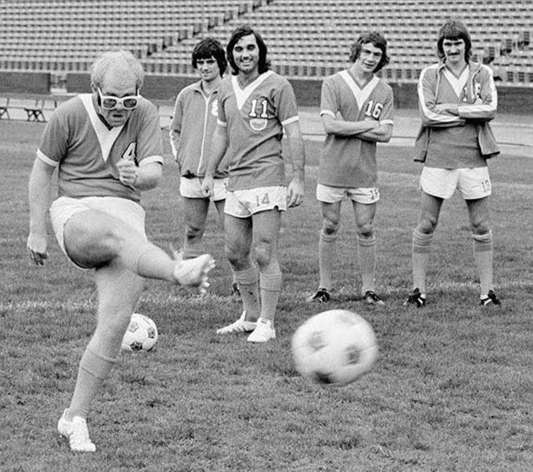 Elton John werd in 1976 voorzitter van Watford FC. Beeld rv