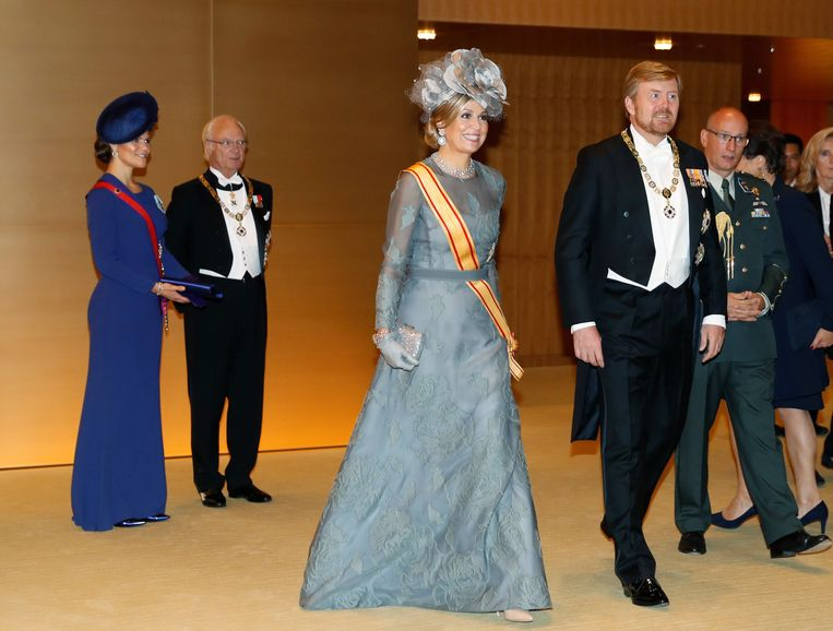 Koning Willem-Alexander en koningin Máxima hebben bij de inhuldiging van de Japanse keizer Naruhito. Beeld EPA