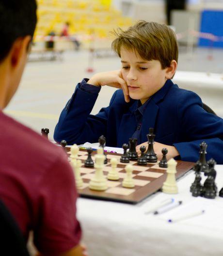Jonge schaaktoppers gaan in Almelo de strijd aan: 'Eindelijk weer een echte tegenstander aan tafel'
