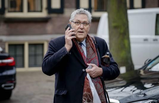 Henk Krol van Fractie Krol loopt over het Binnenhof.