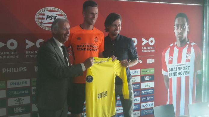 Robbin Ruiter, geflankeerd door Willy van der Kuijlen (links) en John de Jong.