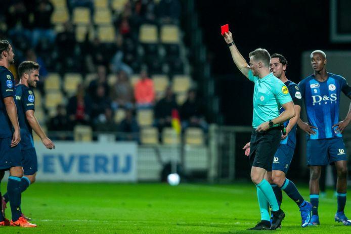 Mica Pinto krijgt rood van Jannick van der Laan.   during the match Go Ahead Eagles - Sparta