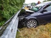 Twee Fransen belanden in de vangrail op A27 bij Oosterhout
