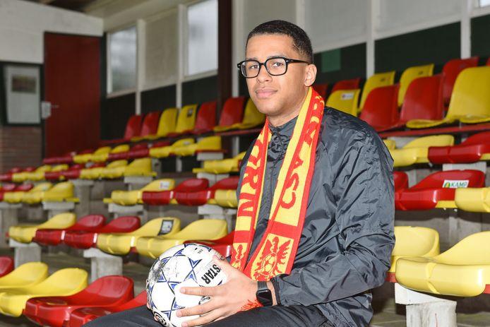 Cali Daniel hoopt komend seizoen te scoren in het rood en geel van CSV Apeldoorn.