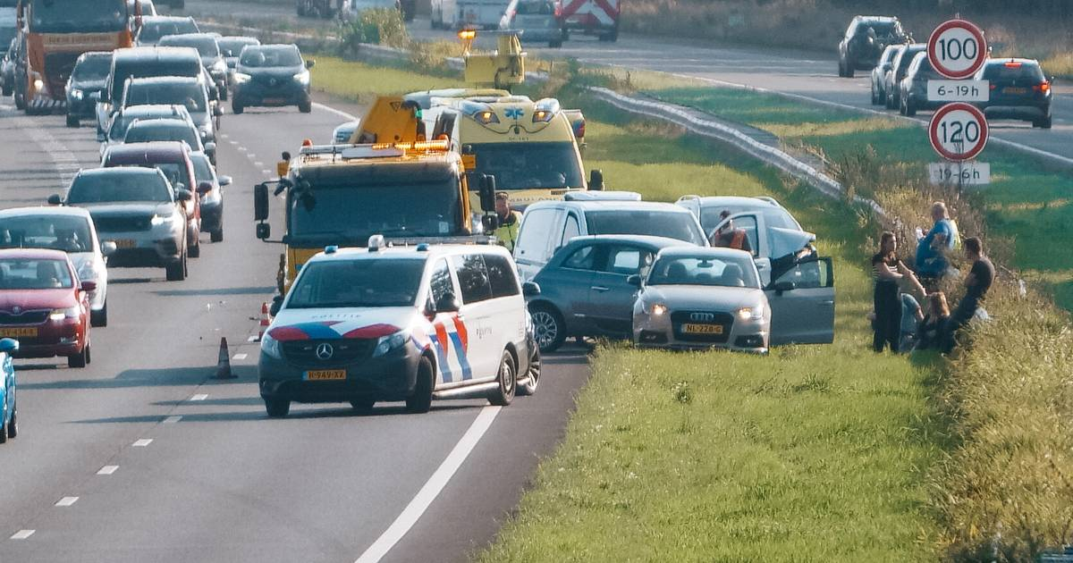 Flinke file op A28 door botsing tussen Nijkerk en Strand Horst.