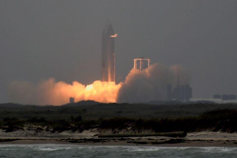 De Starship SN15 bij de lancering Beeld REUTERS
