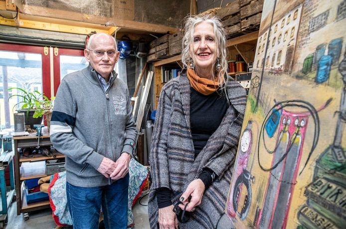 Kunstenaar Suzanne Visscher is via het project Reizende Tentoonstelling gekoppeld aan Job van Welij waarbij de kunstenaar een kunstwerk maakt van de herinneringen van de gekoppelde bejaarde.