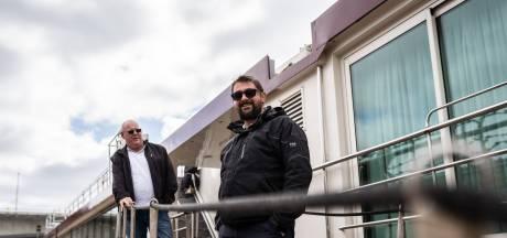 Deze mannen waken over cruiseschip dat al een jaar aan de kade ligt in Arnhem