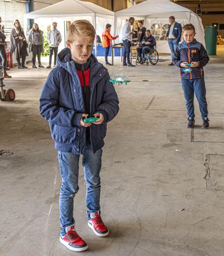 TechLab in Zwolle zet techniekonderwijs in de spotlights: 'Dit is toch wel gaaf hoor'