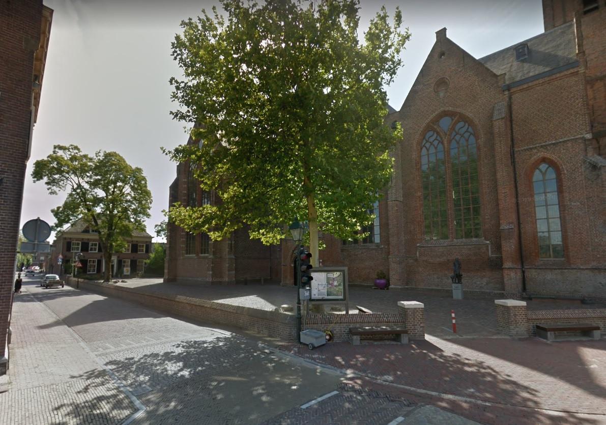 De kruising Voorstraat-Korte Kerkstraat in Vianen.
