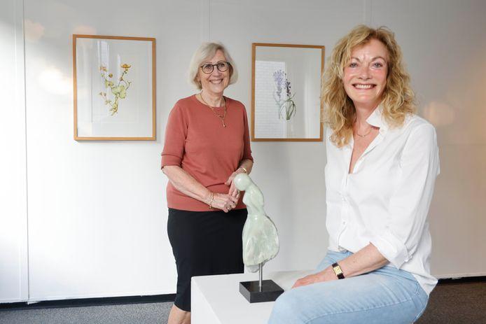 Ria van Elk (links)  en Ria van de Berg in het Kunsthuis