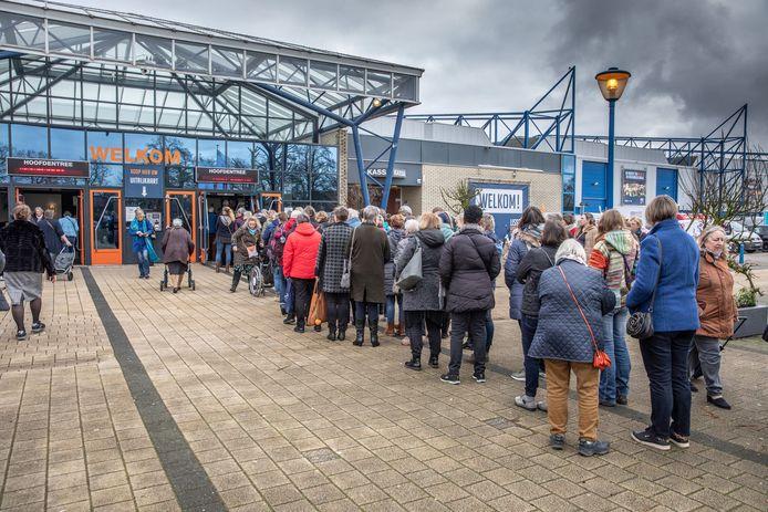 Toen het nog mocht: drukte voor de Handwerkbeurs in de IJsselhallen. Zwolle wil graag een nieuwe evenementenhal, maar schoof die plannen eerder voor zich uit vanwege corona.