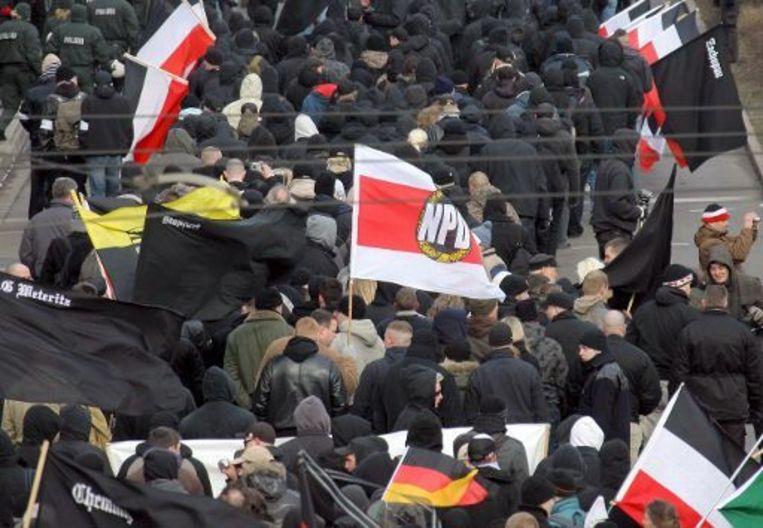Rechtsextremisten stappen op in Dresden om de bombardementen uit WO II te herdenken.