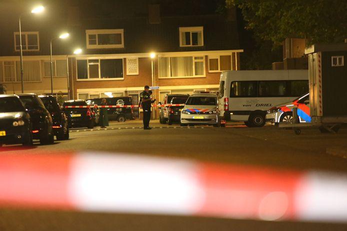 De politie doet onderzoek in Den Bosch na de schietpartij in de Pizarrostraat.