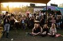 Muziekliefhebbers op het festivalterrein van Lowlands.