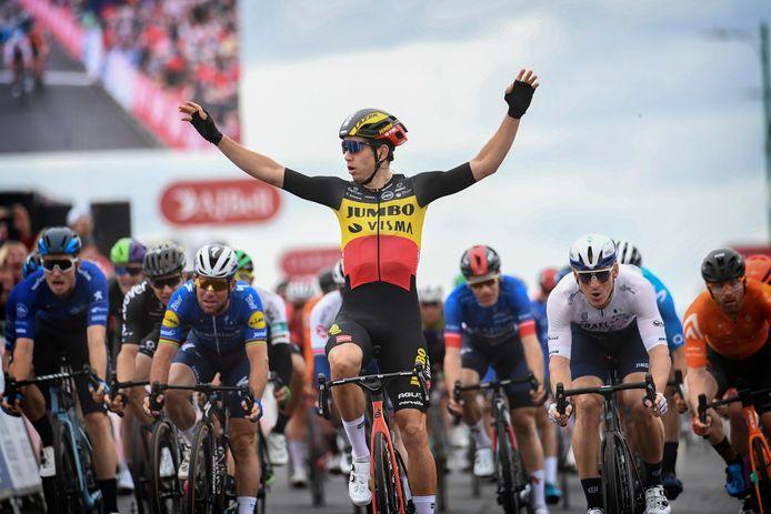 Wout Van Aert rêve de troquer son maillot noir-jaune-rouge pour un maillot arc-en-ciel.