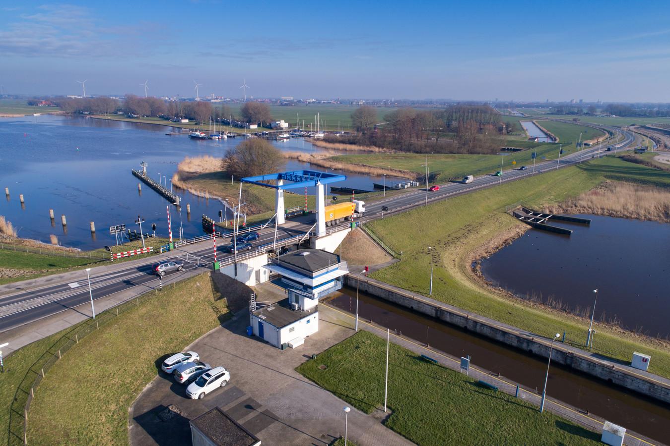 De Roggebotsluis tussen Kampen en Dronten, die wordt gesloopt.