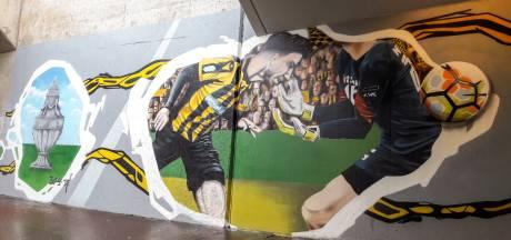 Vak 112 viert bekerfinale Vitesse opnieuw met posteractie: 'De hele stad geel-zwart'