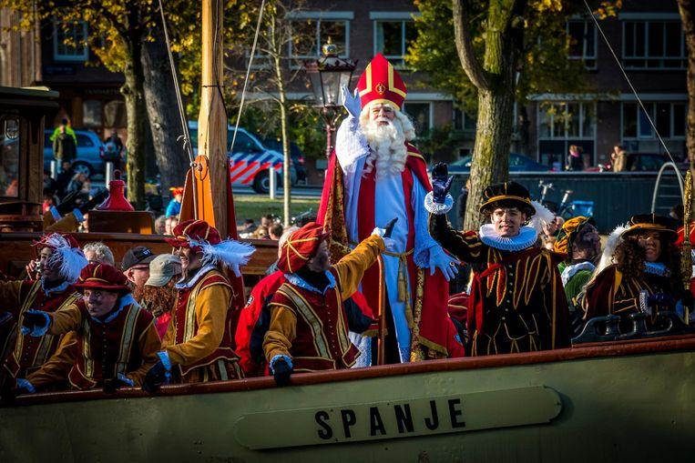 Sinterklaas zei na aankomst bij het Scheepvaartmuseum blij te zijn terug te zijn in Amsterdam Beeld anp