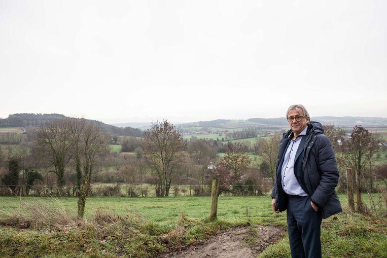 Burgemeester Huub Broer in Snauwenberg, één van de landschappen die nu voorgoed erkend zijn als gebieden van grote cultuurhistorische waarde.