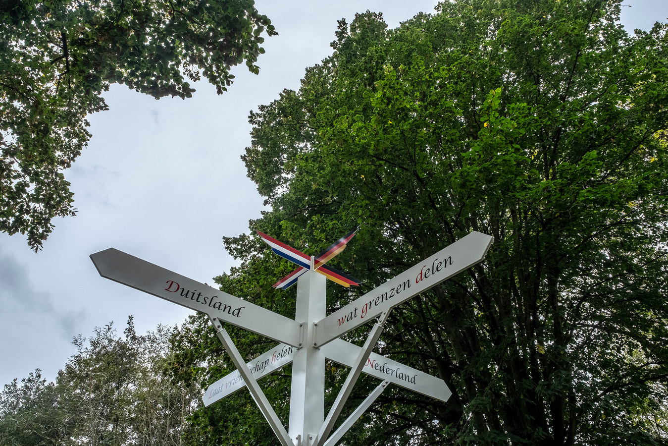 De grenspaal bij Hommersum, vorige maand geplaatst.