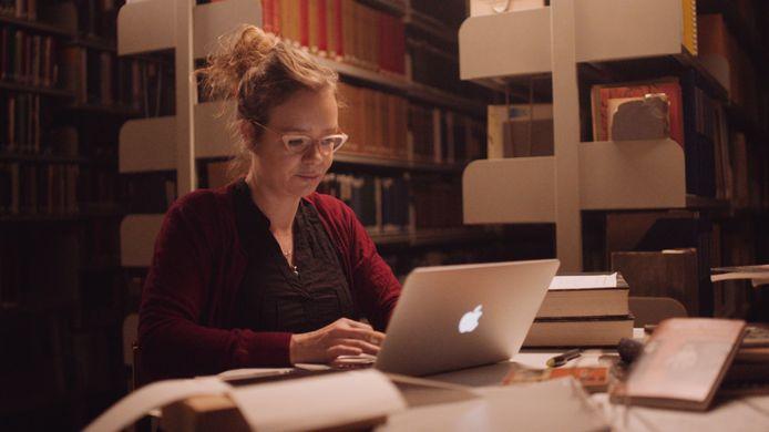 De Bossche schrijfster Vrouwkje Tuinman werkt aan haar novelle die dit najaar gratis wordt uitgedeeld aan Brabanders die voor minstens 12,50 euro aan literatuur kopen.